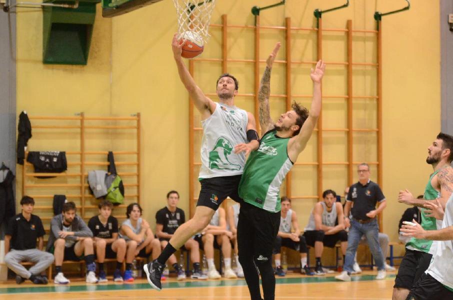 https://www.basketmarche.it/immagini_articoli/21-11-2020/virtus-padova-chiude-precampionato-superando-raggisolaris-faenza-600.jpg