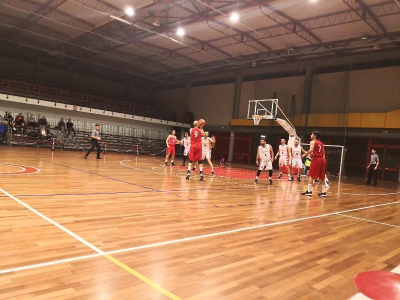 https://www.basketmarche.it/immagini_articoli/21-12-2019/basket-tolentino-vittoria-superando-pallacanestro-urbania-600.jpg