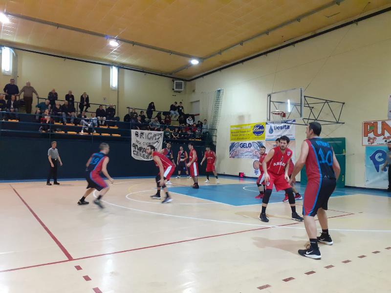 https://www.basketmarche.it/immagini_articoli/21-12-2019/niente-fare-capolista-basket-assisi-campo-basket-contigliano-600.jpg