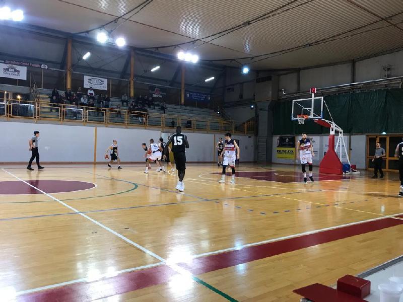 https://www.basketmarche.it/immagini_articoli/21-12-2019/pajola-fatto-tripla-scadere-falconara-espugna-campo-virtus-assisi-600.jpg