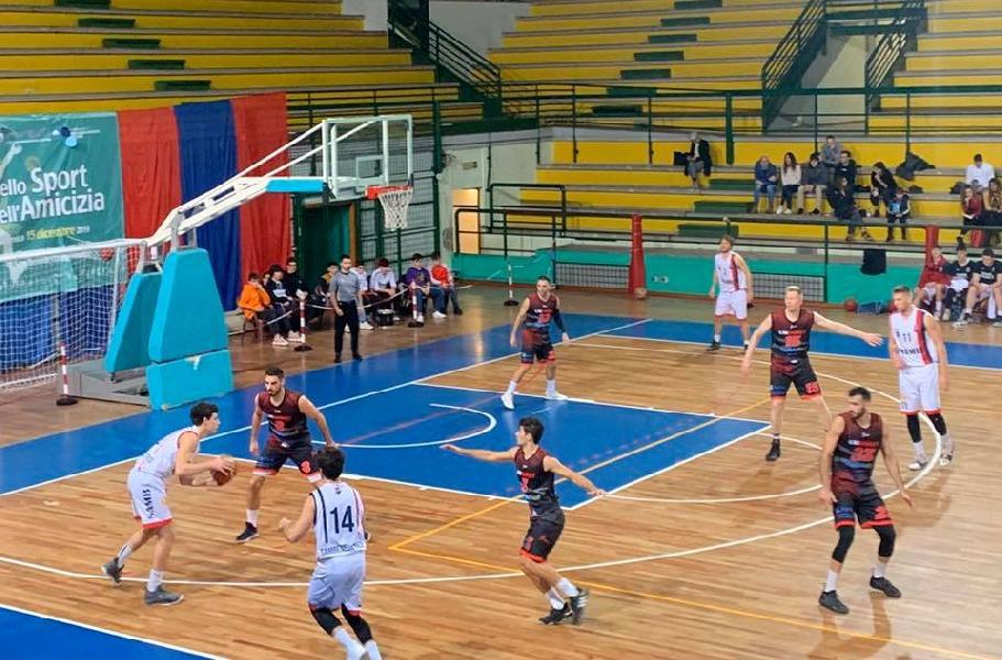 https://www.basketmarche.it/immagini_articoli/21-12-2019/super-cukinas-guida-unibasket-lanciano-vittoria-campo-sambenedettese-basket-600.jpg