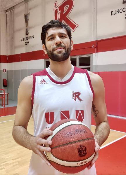 https://www.basketmarche.it/immagini_articoli/21-12-2020/pallacanestro-reggiana-centro-marco-maganza-aggregato-allenamenti-600.jpg