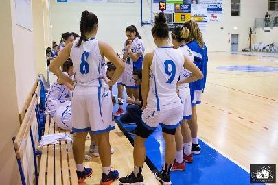 https://www.basketmarche.it/immagini_articoli/22-01-2018/serie-a2-femminile-la-feba-civitanova-espugna-savona-270.jpg