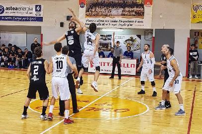 https://www.basketmarche.it/immagini_articoli/22-01-2018/serie-c-silver-nota-de-il-campetto-ancona-dopo-i-fatti-del-derby-di-osimo-270.jpg