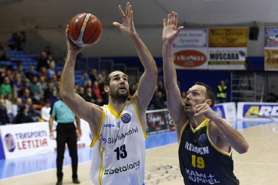 https://www.basketmarche.it/immagini_articoli/22-01-2020/poderosa-montegranaro-testa-centro-mario-delas-amichevole-campetto-ancona-600.jpg