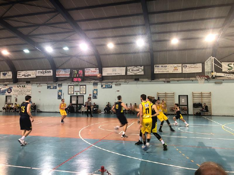 https://www.basketmarche.it/immagini_articoli/22-02-2020/dinamis-falconara-supera-finale-castelfidardo-600.jpg