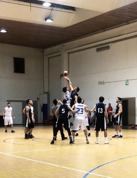 https://www.basketmarche.it/immagini_articoli/22-02-2020/senigallia-basket-2020-supera-futura-osimo-correre-600.jpg