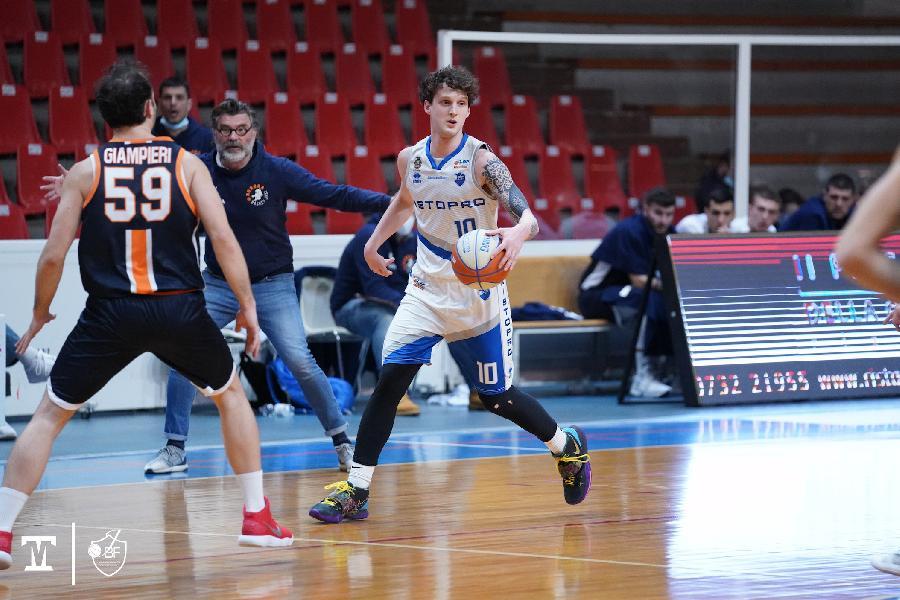 https://www.basketmarche.it/immagini_articoli/22-02-2021/janus-fabriano-vince-derby-aurora-jesi-allunga-testa-classifica-600.jpg