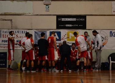 https://www.basketmarche.it/immagini_articoli/22-03-2018/d-regionale-il-basket-maceratese-a-montemarciano-per-tornare-alla-vittoria-270.jpg