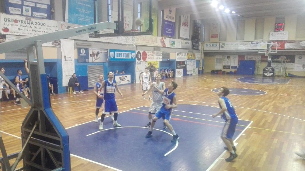 https://www.basketmarche.it/immagini_articoli/22-03-2019/under-pallacanestro-giromondo-spoleto-espugna-rimonta-campo-basket-todi-600.jpg