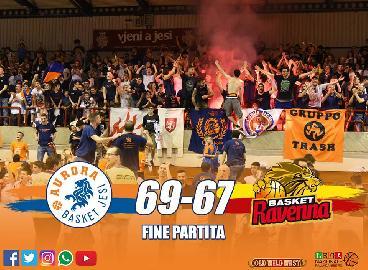 https://www.basketmarche.it/immagini_articoli/22-04-2018/serie-a2-l-aurora-jesi-batte-ravenna-e-vola-ai-playoff-270.jpg