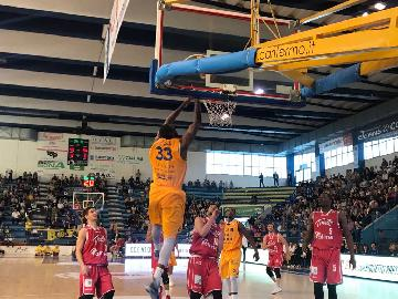 https://www.basketmarche.it/immagini_articoli/22-04-2018/serie-a2-poderosa-montegranaro-sconfitta-da-trieste-ed-assenze-270.jpg