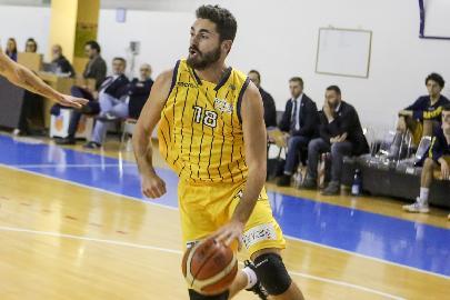 https://www.basketmarche.it/immagini_articoli/22-04-2018/serie-b-nazionale-il-basket-recanati-batte-ortona-e-chiude-al-secondo-posto-270.jpg