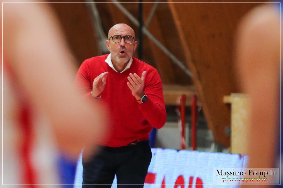 https://www.basketmarche.it/immagini_articoli/22-04-2021/teramo-coach-salvemini-grande-delusione-risultato-prendo-tutte-responsabilit-600.jpg