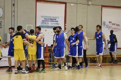 https://www.basketmarche.it/immagini_articoli/22-05-2018/d-regionale-basket-maceratese-volge-al-termine-la-stagione-della-società-biancorossa-270.jpg