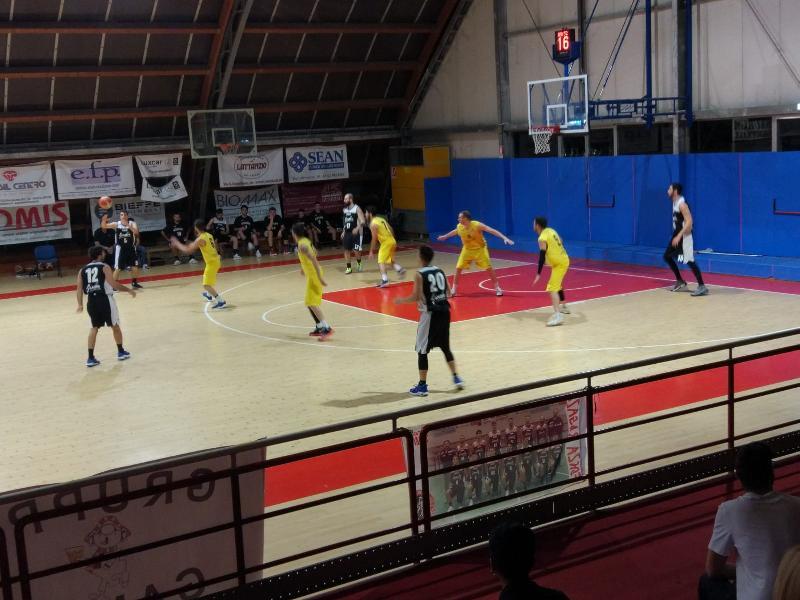 https://www.basketmarche.it/immagini_articoli/22-05-2019/regionale-finals-live-gara-risultato-loreto-pesaro-acqualagna-fine-quarto-600.jpg