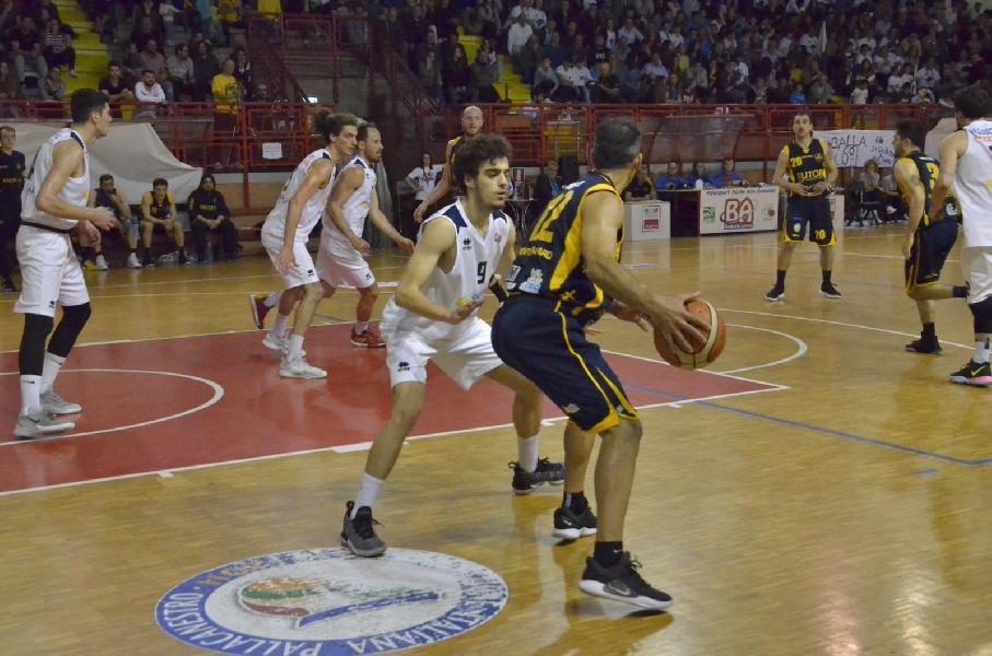 https://www.basketmarche.it/immagini_articoli/22-05-2019/serie-gold-finals-sutor-montegranaro-passa-campo-valdiceppo-pareggia-conti-600.jpg