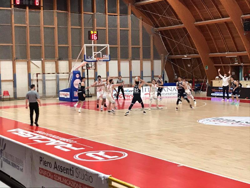 https://www.basketmarche.it/immagini_articoli/22-05-2021/civitanova-coach-foglietti-perdere-punto-cambia-granch-deve-cambiare-nostro-atteggiamento-600.jpg