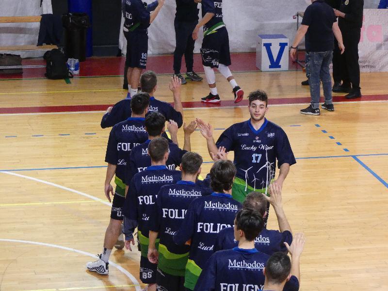https://www.basketmarche.it/immagini_articoli/22-05-2021/derby-assisi-arriva-terza-vittoria-consecutiva-lucky-wind-foligno-600.jpg
