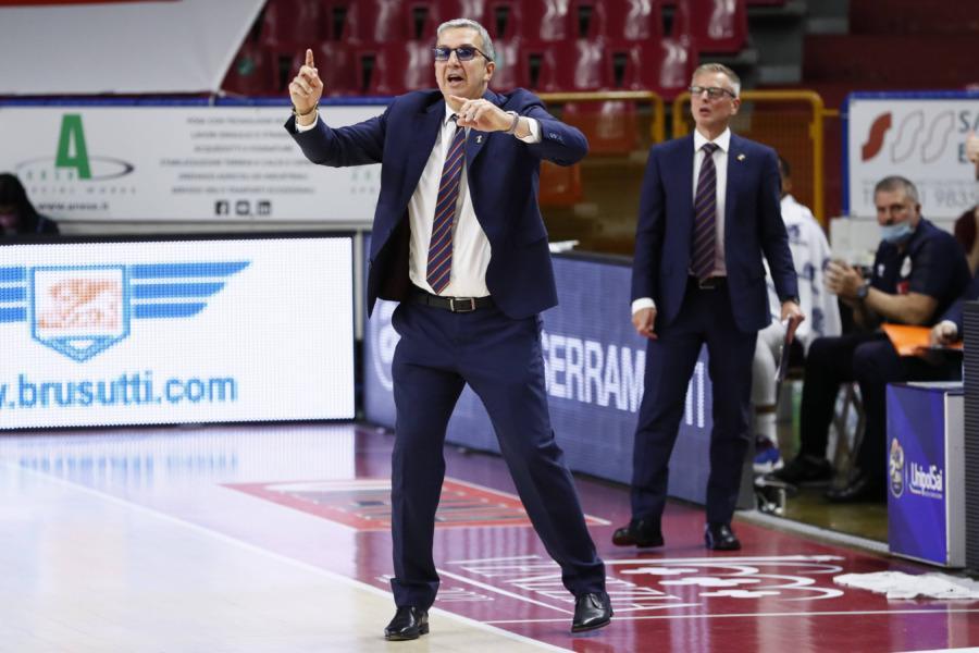 https://www.basketmarche.it/immagini_articoli/22-05-2021/reyer-coach-raffaele-dobbiamo-provare-portare-partita-milano-600.jpg