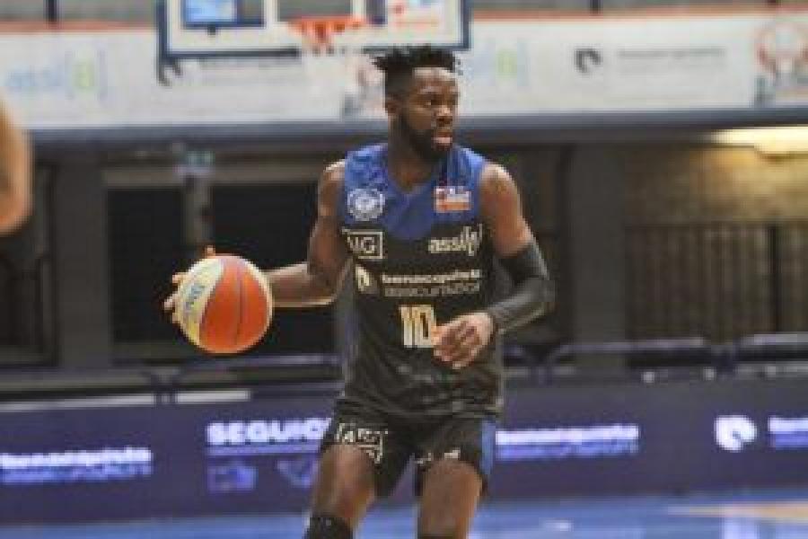 https://www.basketmarche.it/immagini_articoli/22-06-2021/ufficiale-latina-basket-aristide-mouaha-insieme-anche-prossima-stagione-600.jpg
