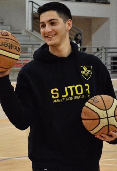 https://www.basketmarche.it/immagini_articoli/22-07-2019/ufficiale-francesco-palmieri-giocatore-fochi-pollenza-600.png