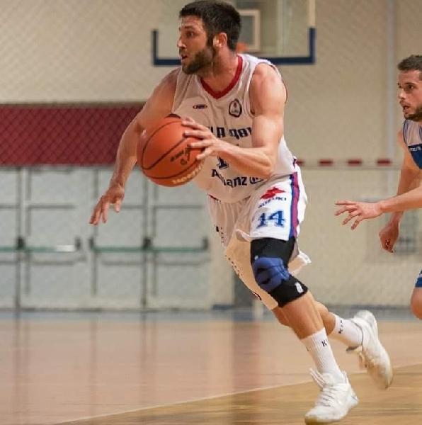 https://www.basketmarche.it/immagini_articoli/22-07-2021/colpaccio-amatori-pescara-ufficiale-larrivo-dellesterno-croato-sandro-kordis-600.jpg