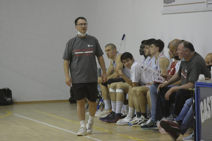 https://www.basketmarche.it/immagini_articoli/22-07-2021/ufficiale-vigor-matelica-riparte-conferma-coach-lorenzo-cecchini-600.jpg