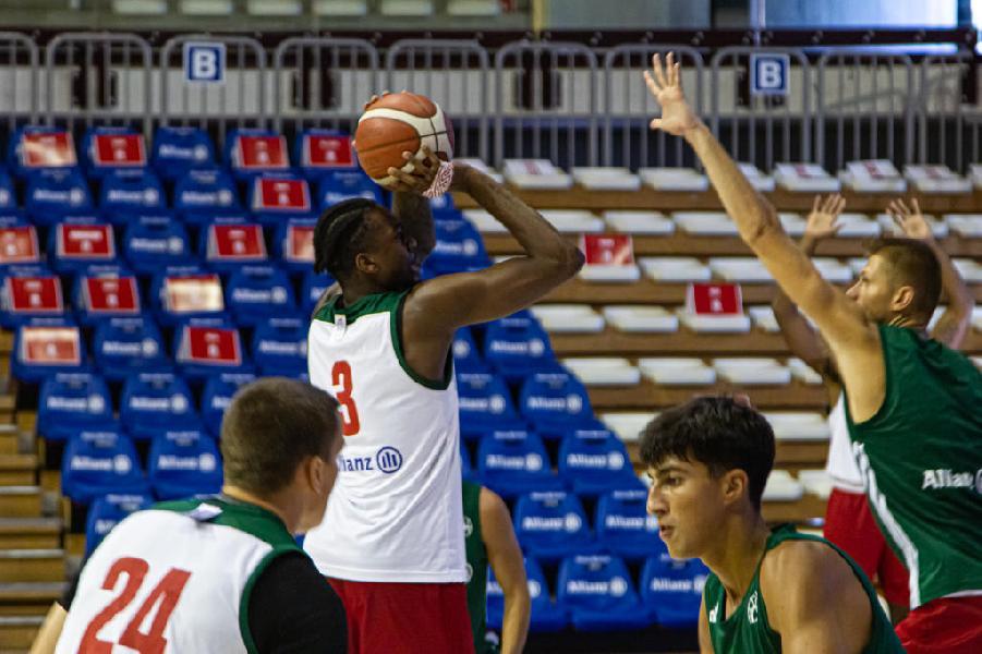 https://www.basketmarche.it/immagini_articoli/22-08-2020/allenamento-alto-ritmo-pallacanestro-trieste-campo-primorska-600.jpg