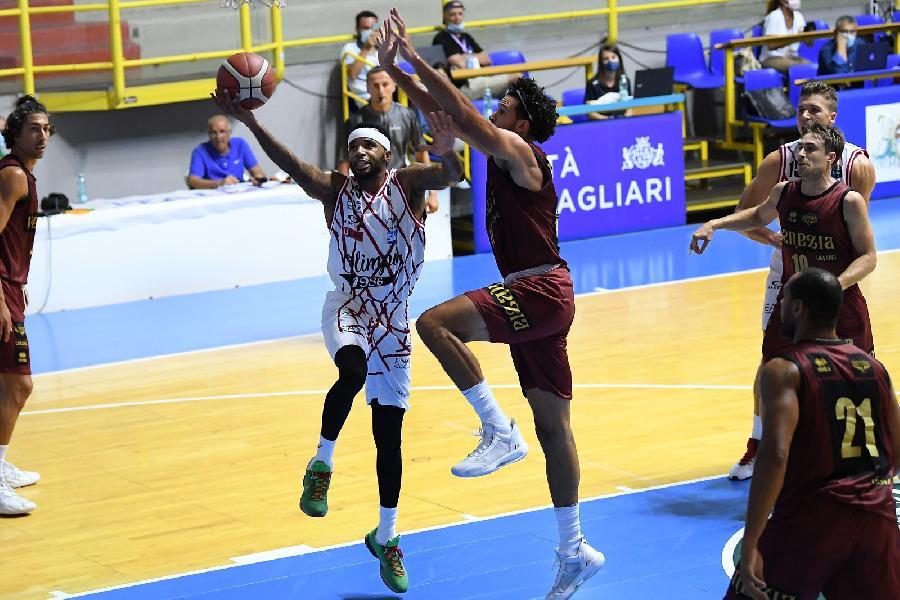 https://www.basketmarche.it/immagini_articoli/22-08-2020/city-cagliari-olimpia-milano-supera-reyer-venezia-overtime-aggiudica-torneo-600.jpg