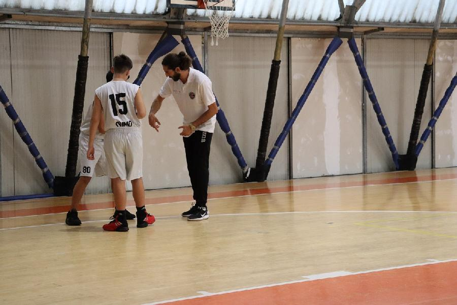 https://www.basketmarche.it/immagini_articoli/22-08-2020/robur-family-osimo-emanuele-ausili-guida-squadra-under-600.jpg