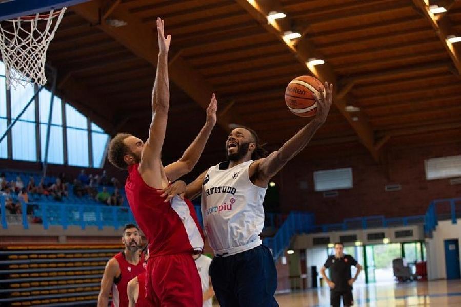 https://www.basketmarche.it/immagini_articoli/22-08-2020/test-equilibrato-pallacanestro-varese-fortitudo-bologna-600.jpg
