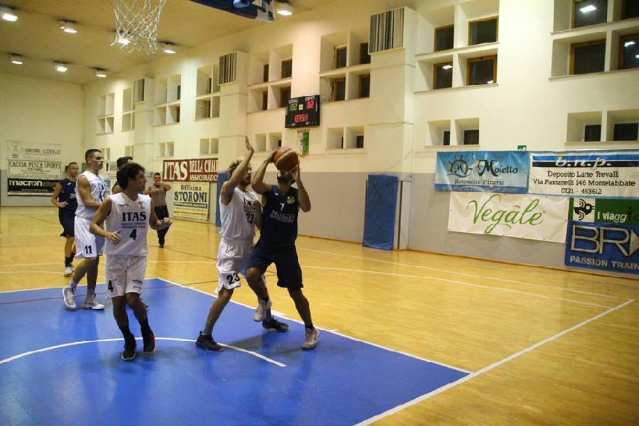 https://www.basketmarche.it/immagini_articoli/22-09-2018/quadrangolare-villa-fastiggi-loreto-pesaro-vince-finale-basket-giovane-aggiudica-torneo-600.jpg