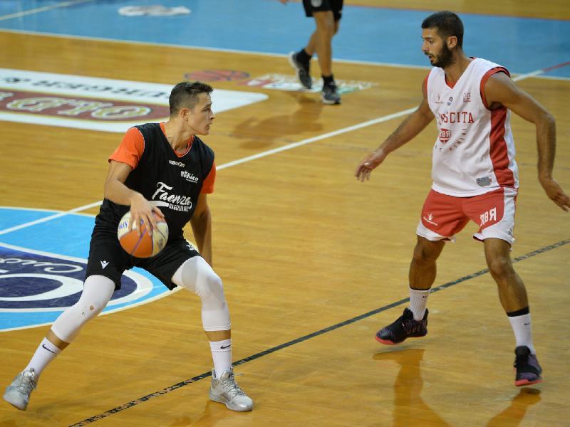 https://www.basketmarche.it/immagini_articoli/22-09-2019/precampionato-rekico-faenza-chiude-vittoria-rinascita-basket-rimini-600.jpg
