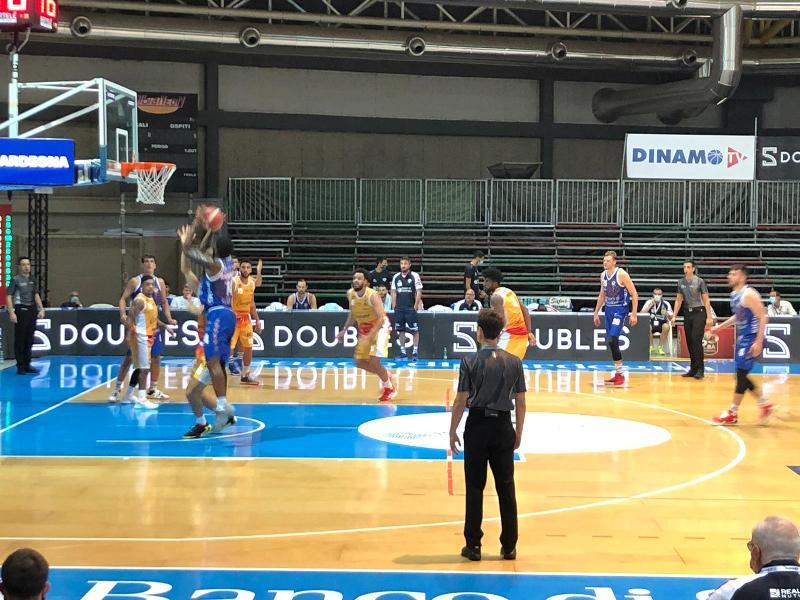 https://www.basketmarche.it/immagini_articoli/22-09-2020/dinamo-sassari-lavoro-preparare-esordio-pesaro-600.jpg