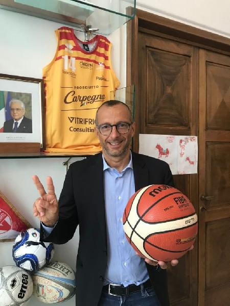 https://www.basketmarche.it/immagini_articoli/22-09-2021/final-eight-coppa-italia-tornano-pesaro-parole-sindaco-matteo-ricci-600.jpg