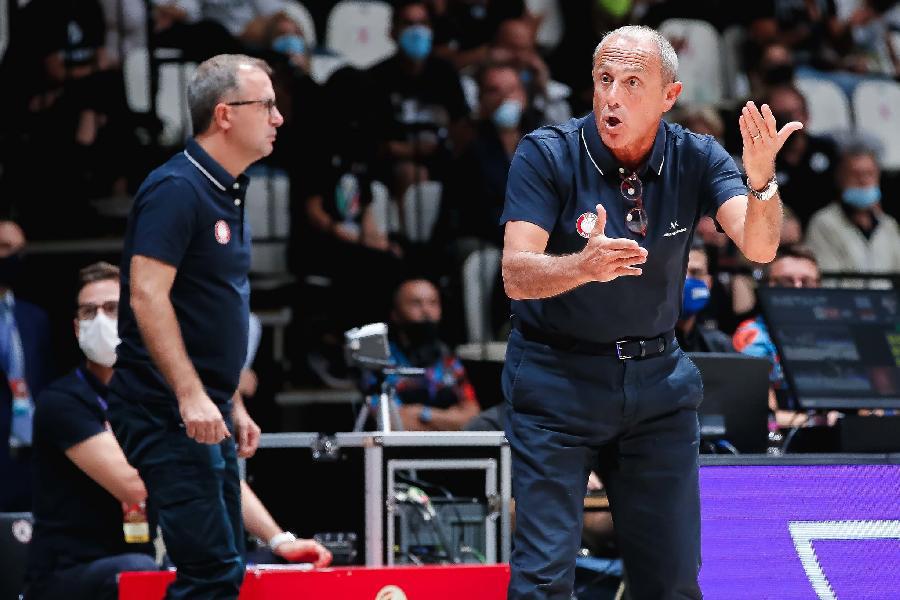 https://www.basketmarche.it/immagini_articoli/22-09-2021/olimpia-milano-coach-messina-virtus-avanti-siamo-indietro-lavoreremo-migliorarci-600.jpg