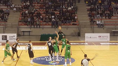 https://www.basketmarche.it/immagini_articoli/22-10-2017/serie-c-silver-il-campetto-ancona-vince-il-derby-contro-falconara-e-resta-imbattuto-270.jpg