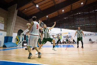 https://www.basketmarche.it/immagini_articoli/22-10-2017/serie-c-silver-tutto-sulla-quarta-giornata-campetto-ancona-e-fossombrone-imbattute-270.jpg