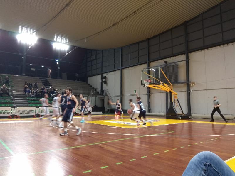 https://www.basketmarche.it/immagini_articoli/22-10-2018/atomika-spoleto-supera-basket-gubbio-resta-imbattuta-600.jpg