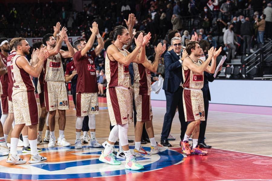 https://www.basketmarche.it/immagini_articoli/22-10-2021/reyer-venezia-coach-raffaele-pesaro-decisive-presenza-fisica-controllo-rimbalzi-600.jpg