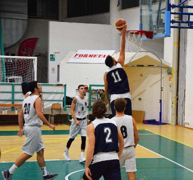 https://www.basketmarche.it/immagini_articoli/22-11-2019/pesaro-basket-passa-campo-basket-montecchio-rimane-imbattuto-600.jpg