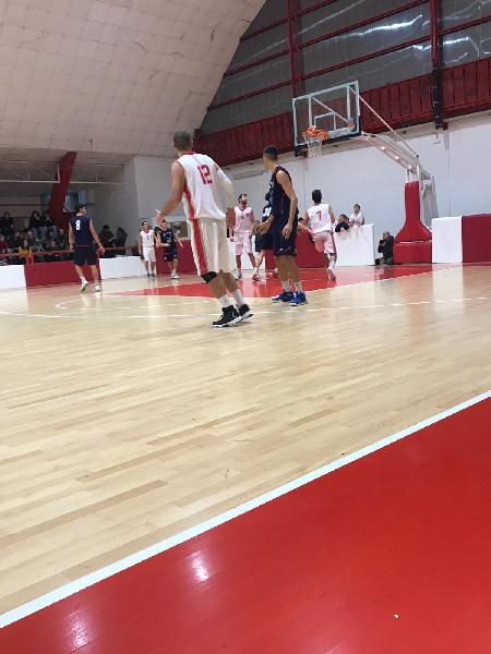 https://www.basketmarche.it/immagini_articoli/22-12-2018/regionale-girone-fochi-macerata-avanti-bene-pedaso-88ers-brown-sugar-600.jpg
