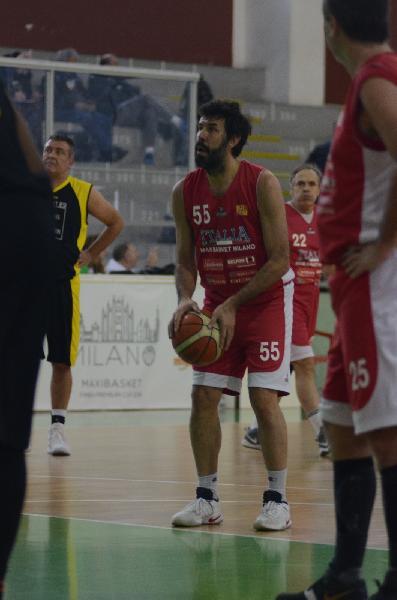 https://www.basketmarche.it/immagini_articoli/22-12-2018/torneo-fimba-milano-basket-jesi-supera-nettamente-milano-600.jpg