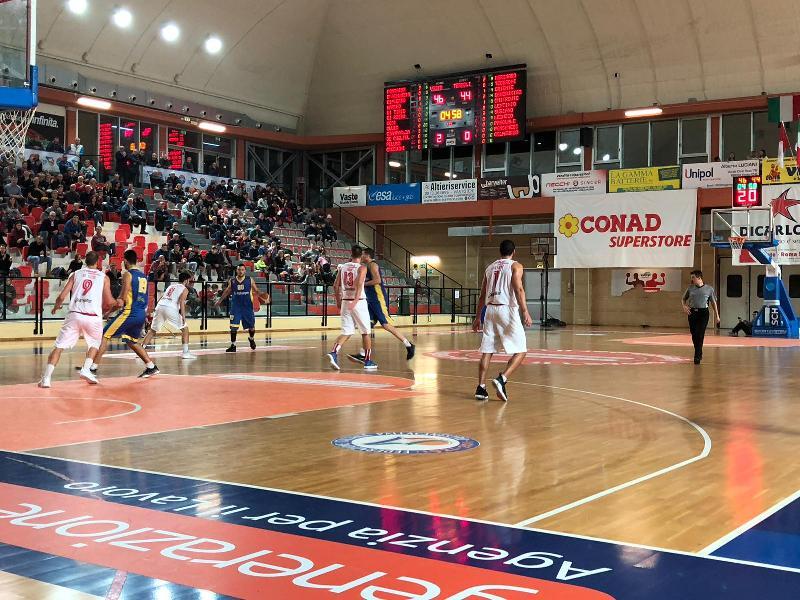 https://www.basketmarche.it/immagini_articoli/22-12-2018/vasto-basket-espugna-campo-pineto-basket-rimane-imbattuto-600.jpg