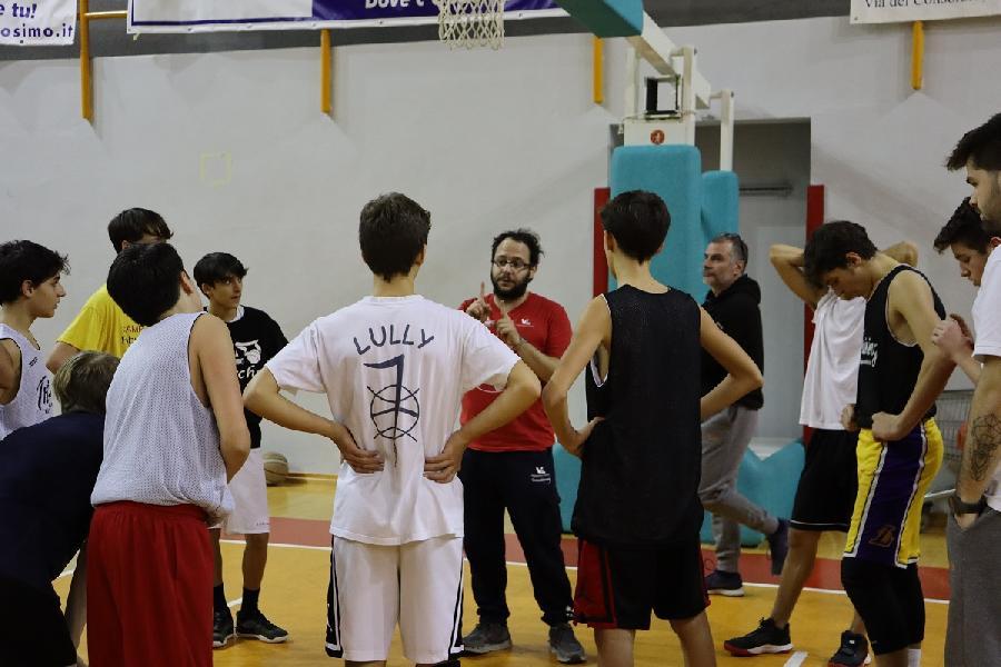 https://www.basketmarche.it/immagini_articoli/23-01-2020/robur-family-osimo-pomeriggio-lavoro-insieme-allenatore-pesaro-giovanni-luminati-600.jpg