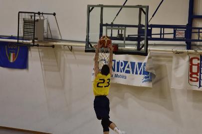 https://www.basketmarche.it/immagini_articoli/23-02-2018/promozione-c-una-vita-da-bomber-intervista-ad-alessio-magrini-cus-camerino-270.jpg