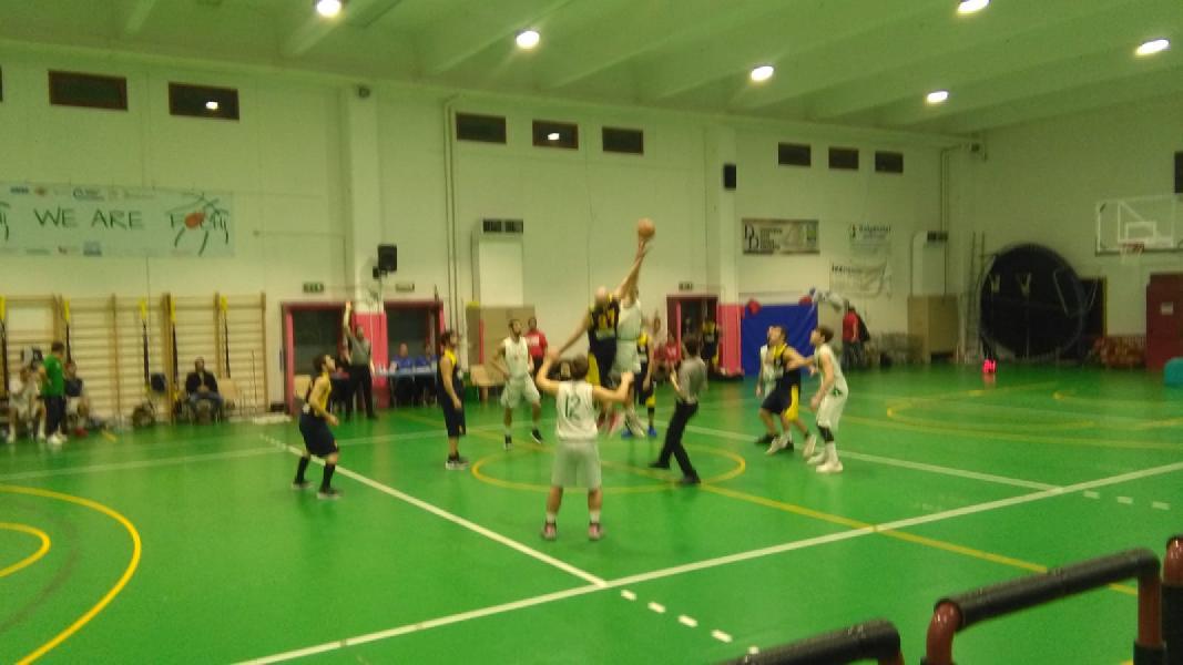 https://www.basketmarche.it/immagini_articoli/23-02-2019/fochi-pollenza-superano-victoria-fermo-confermano-capolista-600.jpg