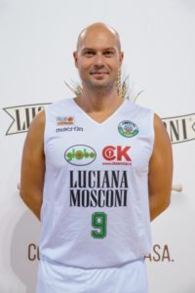 https://www.basketmarche.it/immagini_articoli/23-02-2019/luciana-mosconi-ancona-riabbraccia-daniele-giachi-esordio-domenica-pescara-600.jpg