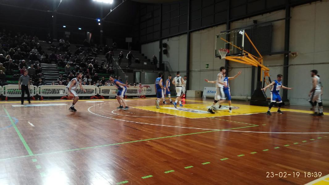 https://www.basketmarche.it/immagini_articoli/23-02-2019/regionale-umbria-anticipi-ritorno-atomika-derby-interamna-valanga-uisp-palazzetto-corsara-600.jpg